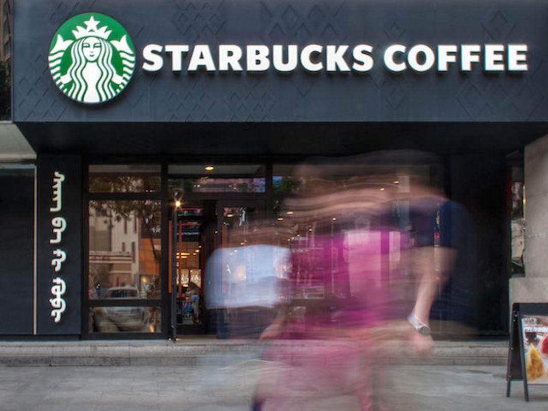 蒙古文与大写的 Starbucks Coffee 混排