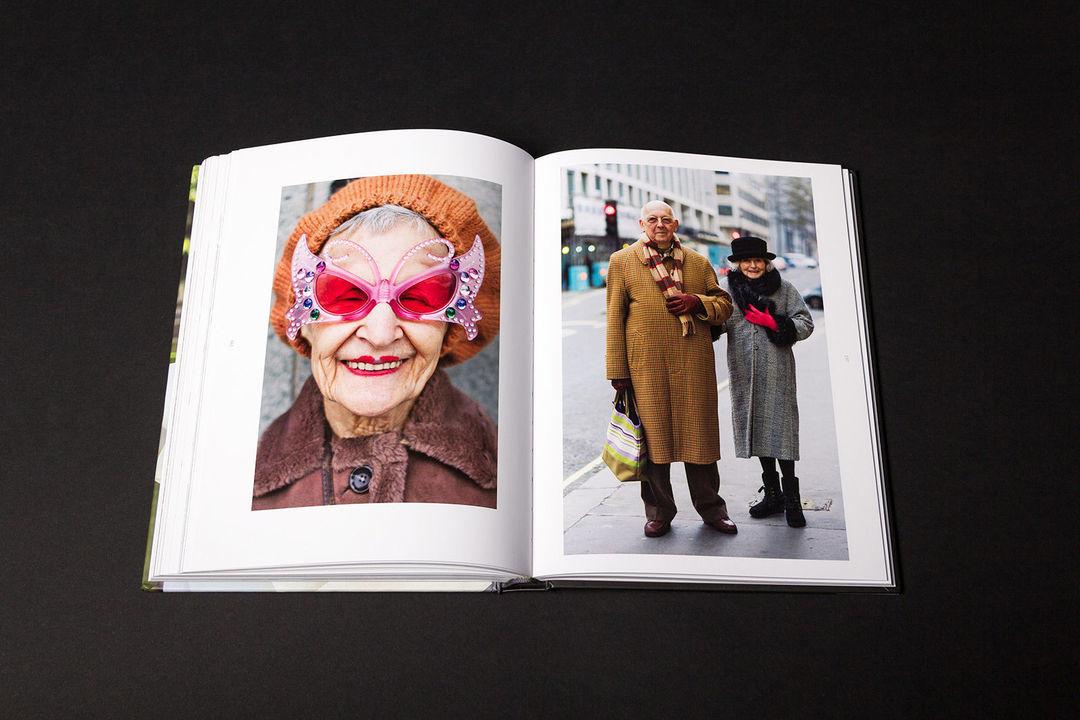 他出了一本摄影集,主角是街上那些老了依旧很酷的人_时尚_好奇心日报