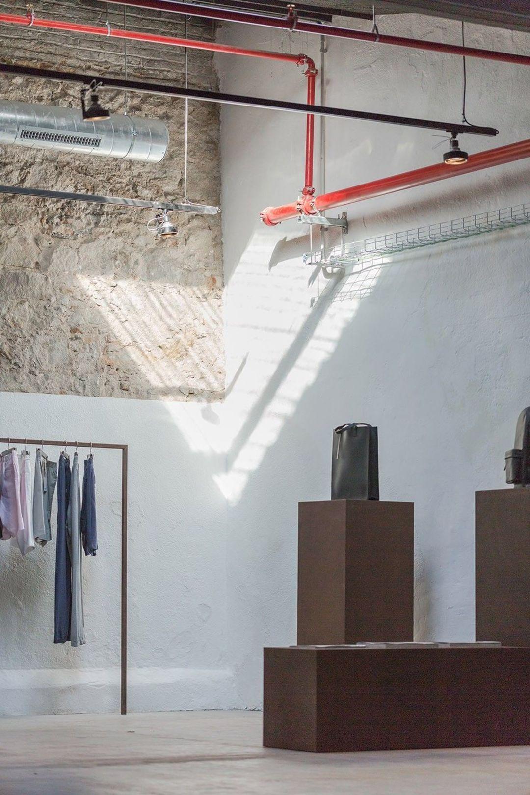 又有这样一家店,可以让你买衣服看展览还能喝咖啡_设计_好奇心日报