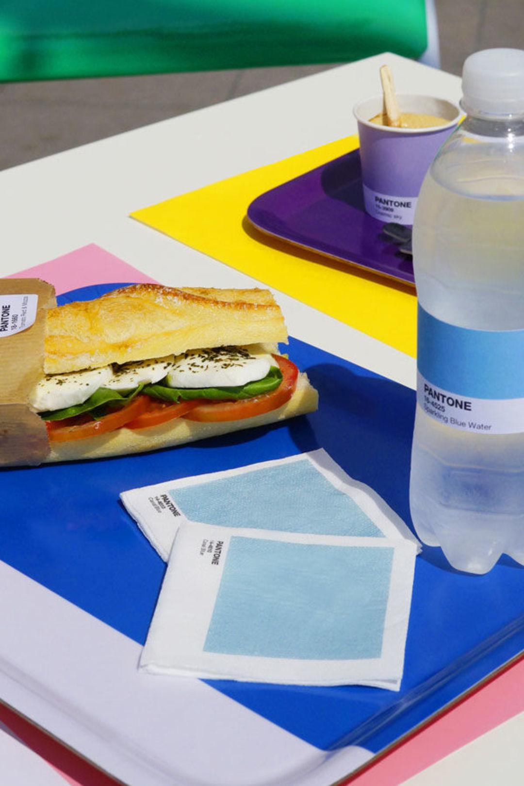 研发色彩的潘通在摩纳哥开了咖啡店,把一切都标上色号_商业_好奇心日报
