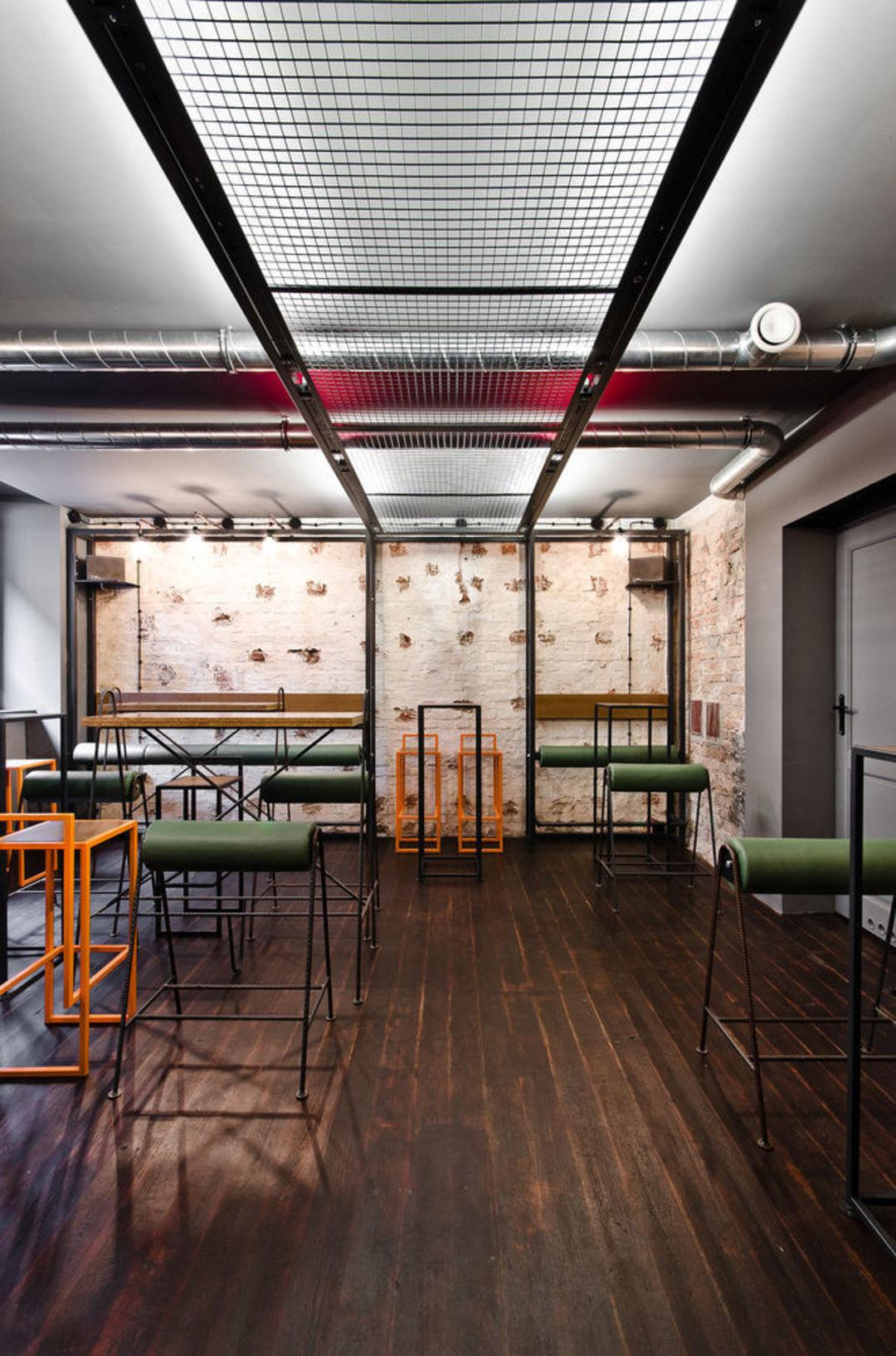 如何把一间废弃地下室改造成酷酷的酒吧?_设计_好奇心日报