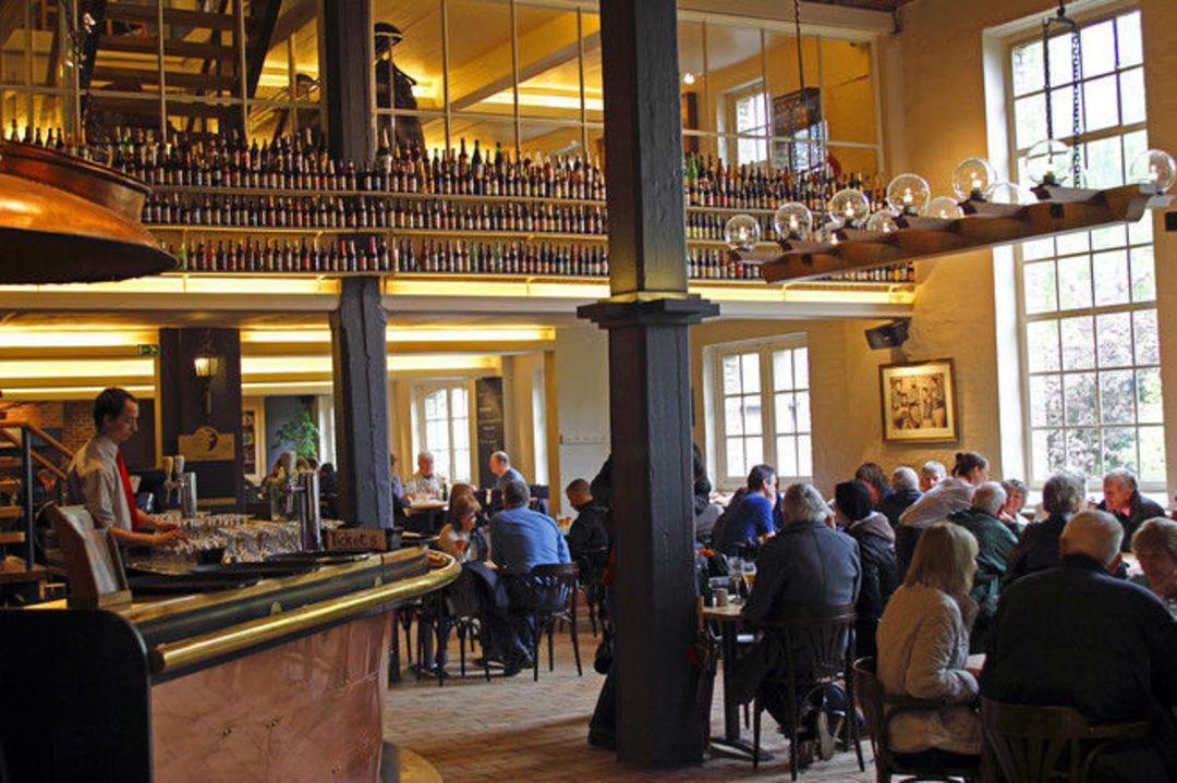 比利时酒厂建了 3 公里管道输送啤酒,这不是在搞笑_文化_好奇心日报