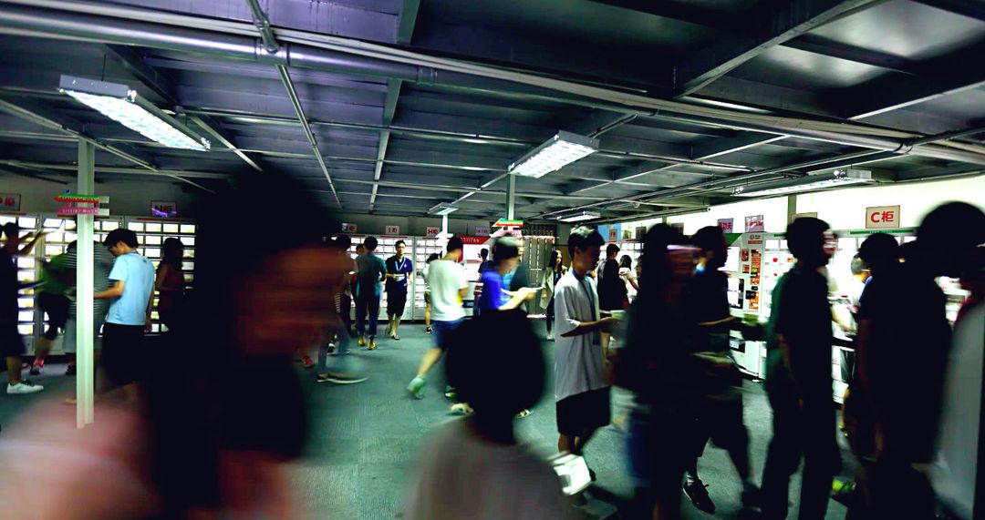 自动售货机看起来是一个未来的好生意,现在在中国到底是个什么状况?_商业_好奇心日报