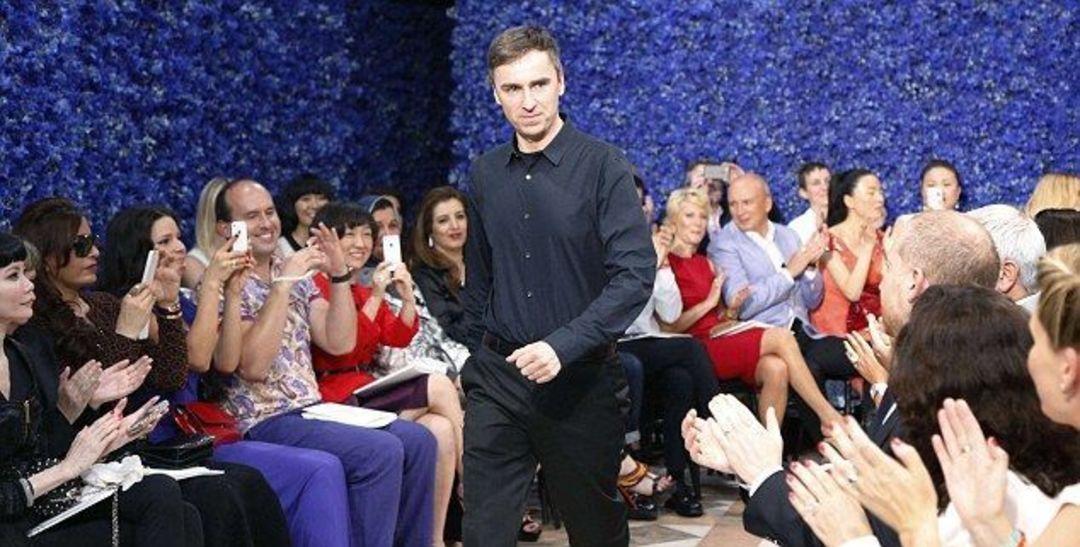 Raf Simons 辞职 Dior,是一场突如其来的告别_时尚_好奇心日报