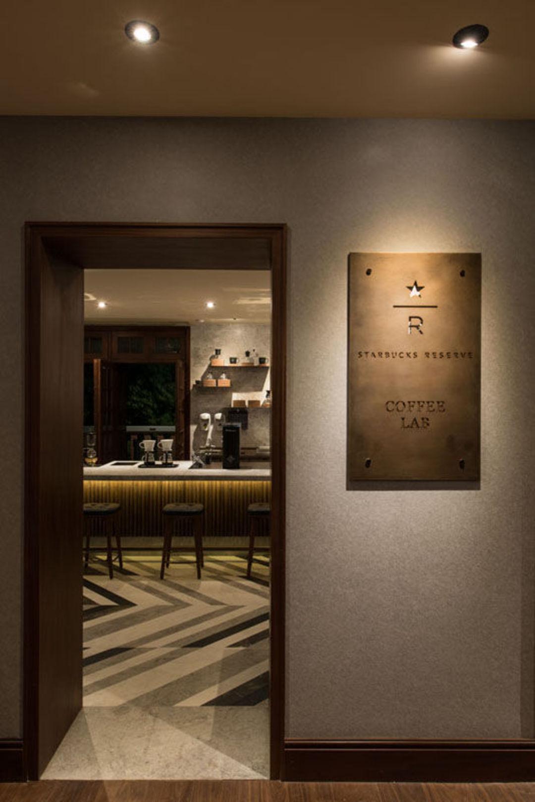 星巴克在上海老洋房里开了家大店,就能让你感觉到高级么?_商业_好奇心日报