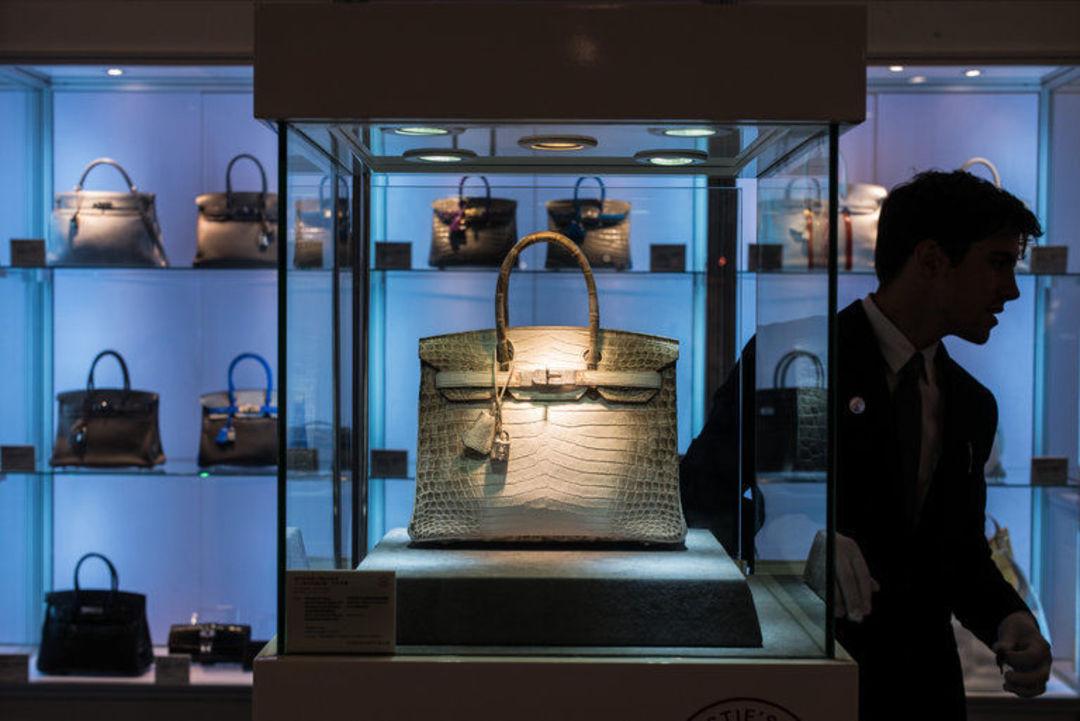谁会花 30 万美金去买一只手提包?_时尚_好奇心日报