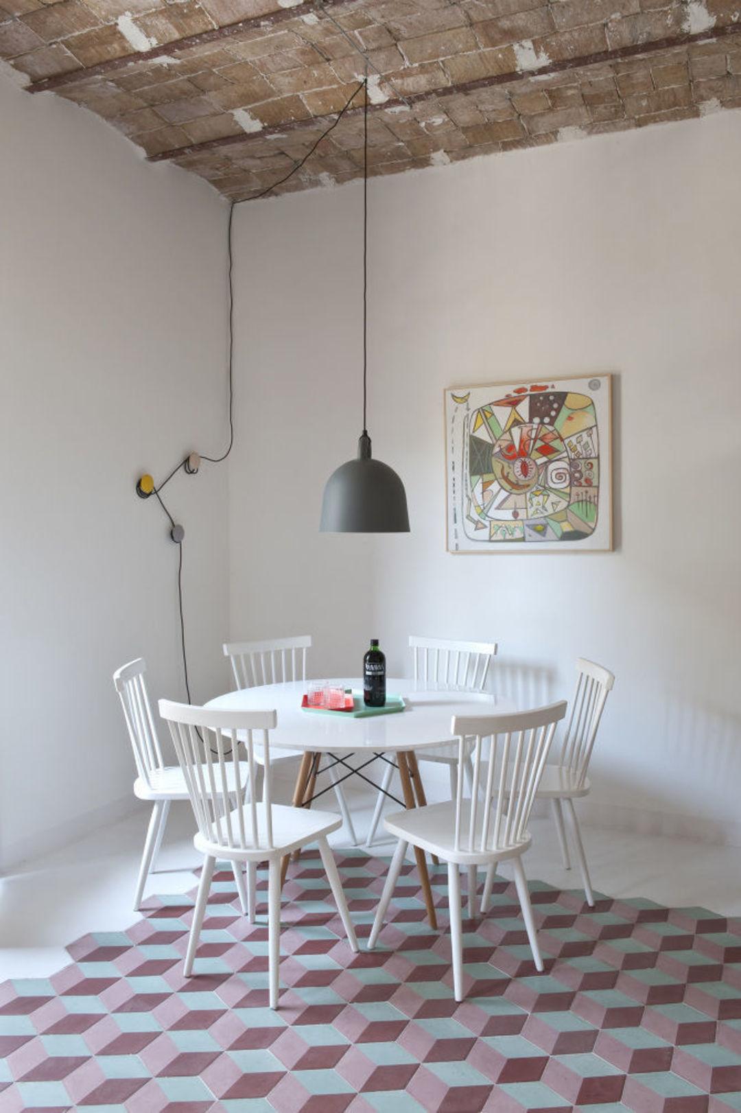 加一些色彩和曲线,老公寓也让度假的你有好心情_设计_好奇心日报