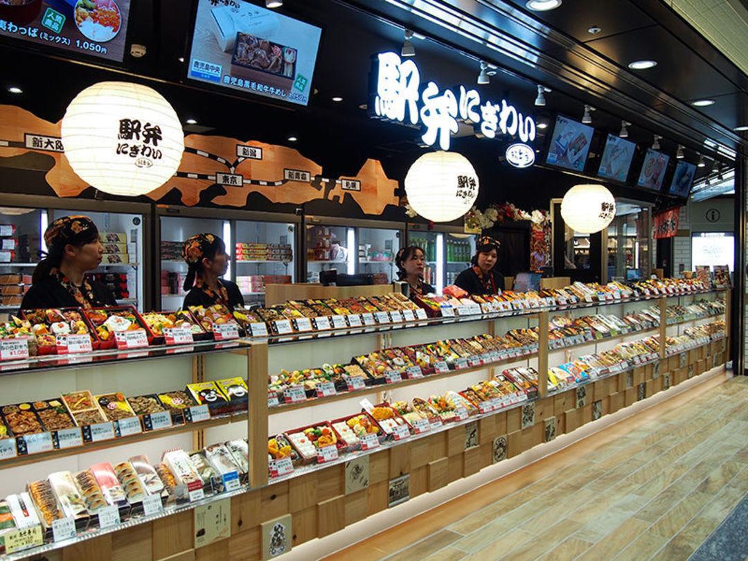 「日本語」在日本的火车上,人们都在吃些啥?_文化_好奇心日报