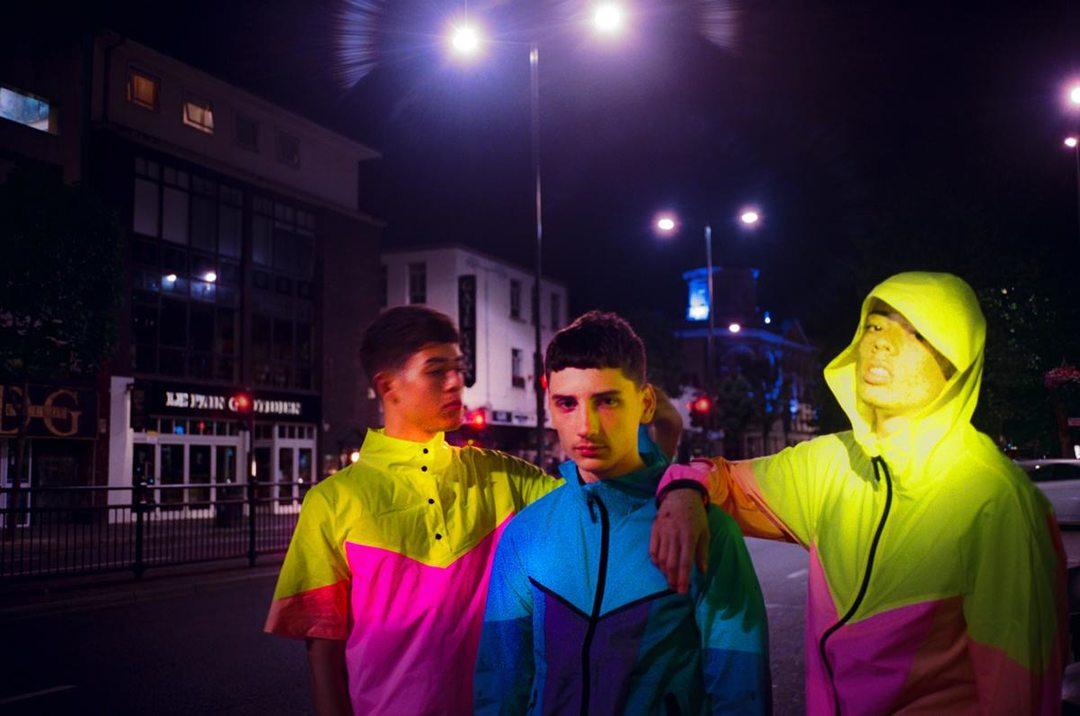 耐克和lv设计师最新的联名系列,用了很多霓虹色图片