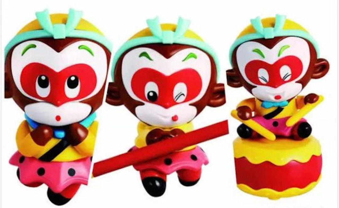 选择动画片《大闹天宫》中的经典孙悟空形象,推出三款 q 版玩具,目前