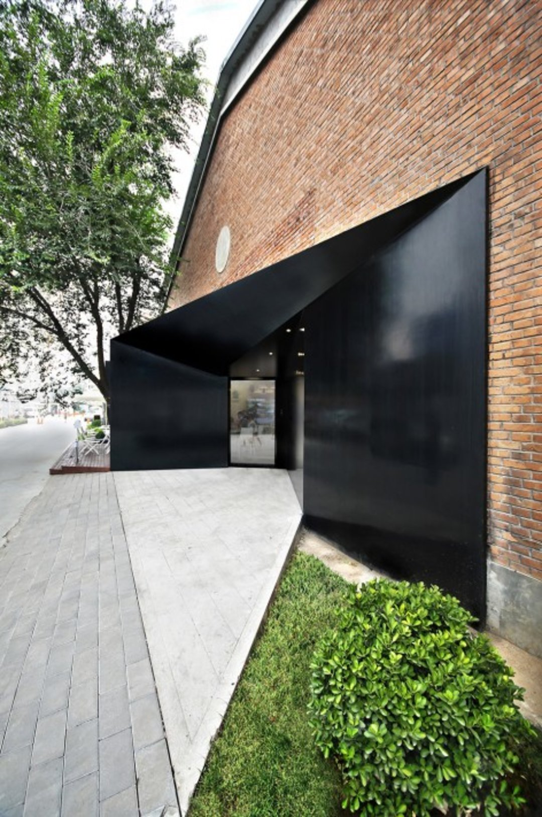 北京这个老厂改的办公空间,用楼梯分割出了各种区域_设计_好奇心日报