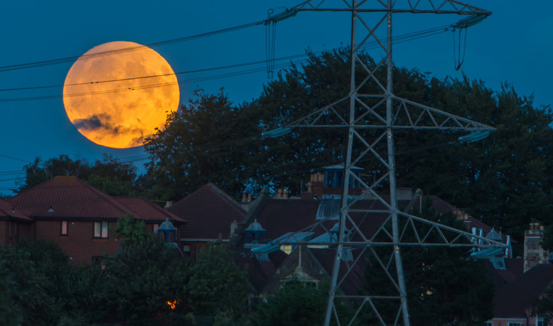 除了今晚的超级月亮,还有很多有趣的月相值得你仰望_城市_好奇心日报