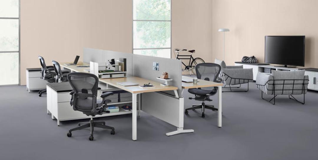 设计史上有很多把著名的椅子,而这一个因为让你更爱工作而著名