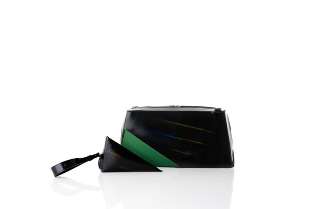 三宅一生发布圣诞限定新款包,以及,阿迪达斯推出BAPE合作款 NMD | 浮华日报