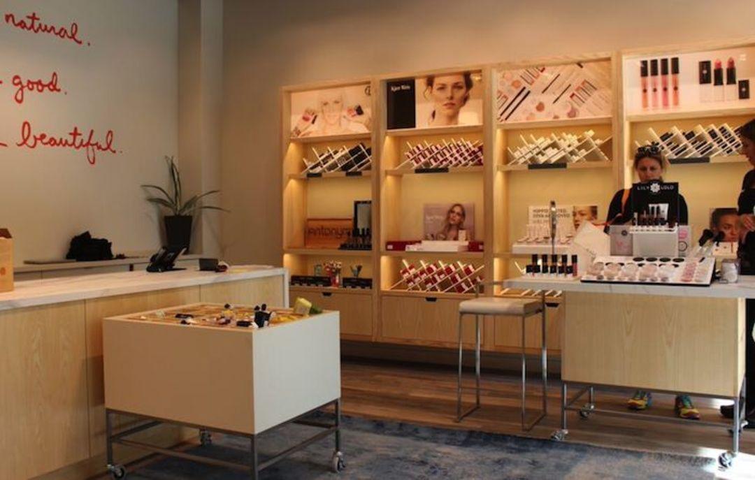 化妆品店铺都长得差不多,非得如此吗?