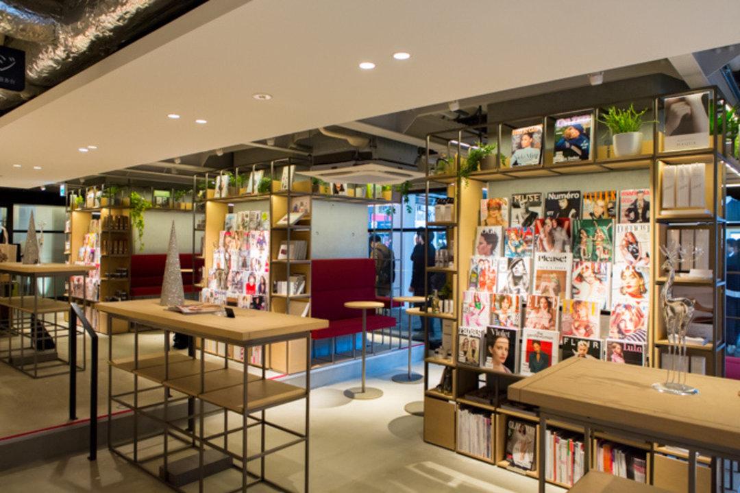 Chanel 开了家店专门卖鞋,以及,东京又多了一家蔦屋书店 | 浮华日报