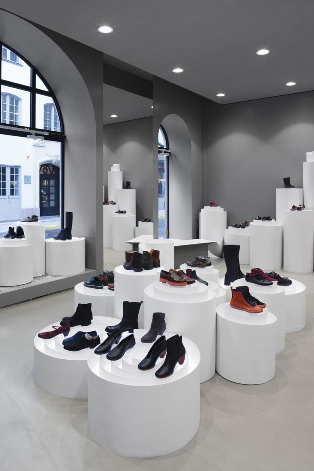 鞋好看的话,装它的鞋店也得一样酷才行|这个设计了不起_设计_好奇心日报