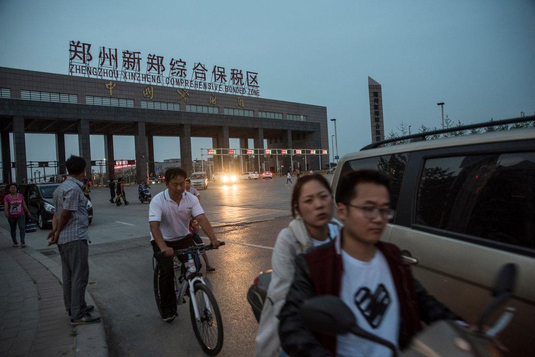 """郑州是如何建立起一个""""iPhone 城""""的?_商业_好奇心日报"""