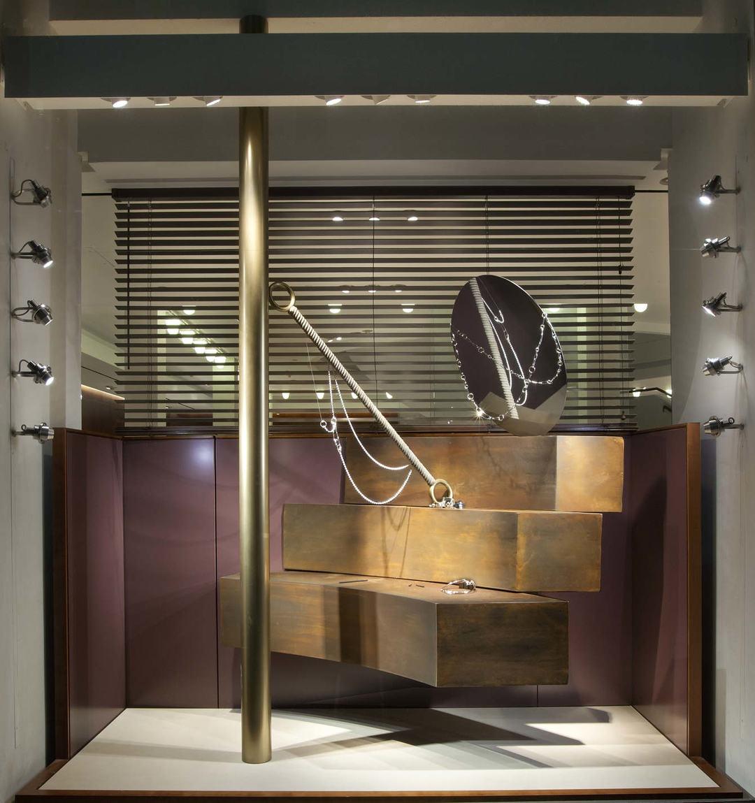 这一期爱马仕的橱窗设计,又花了什么鬼心思?_设计_好奇心日报