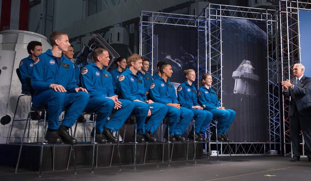 NASA 从 1.8 万人里选了 12 个宇航员,有可能去火星_智能_好奇心日报