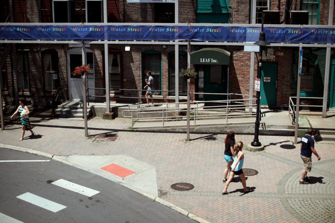 美国正在设法扭转年轻人流失的问题,小城市开始行动起来_文化_好奇心日报
