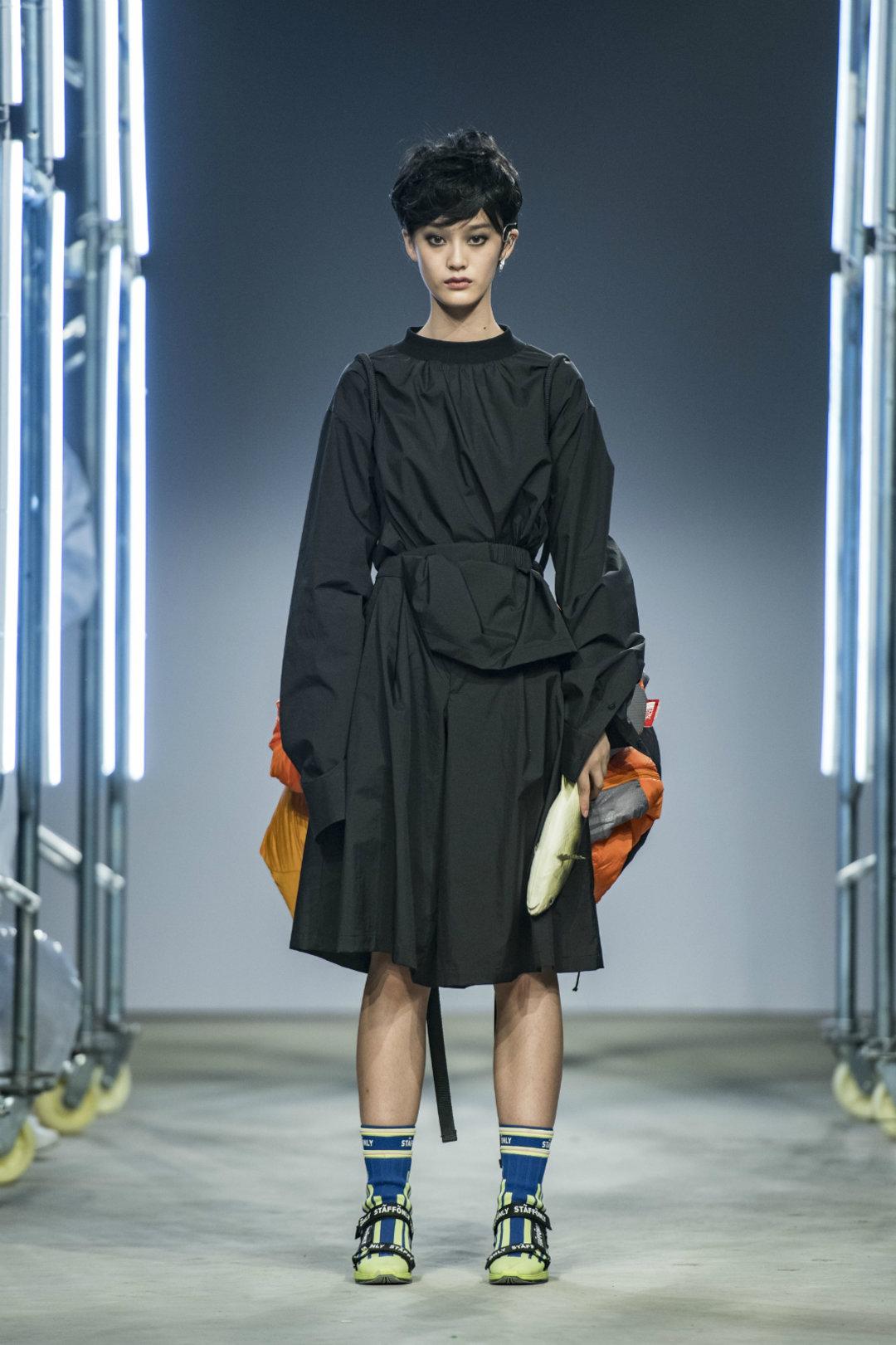 两个男装设计师,想让庸常的生活变得有趣 | 上海时装周_时尚_好奇心日报