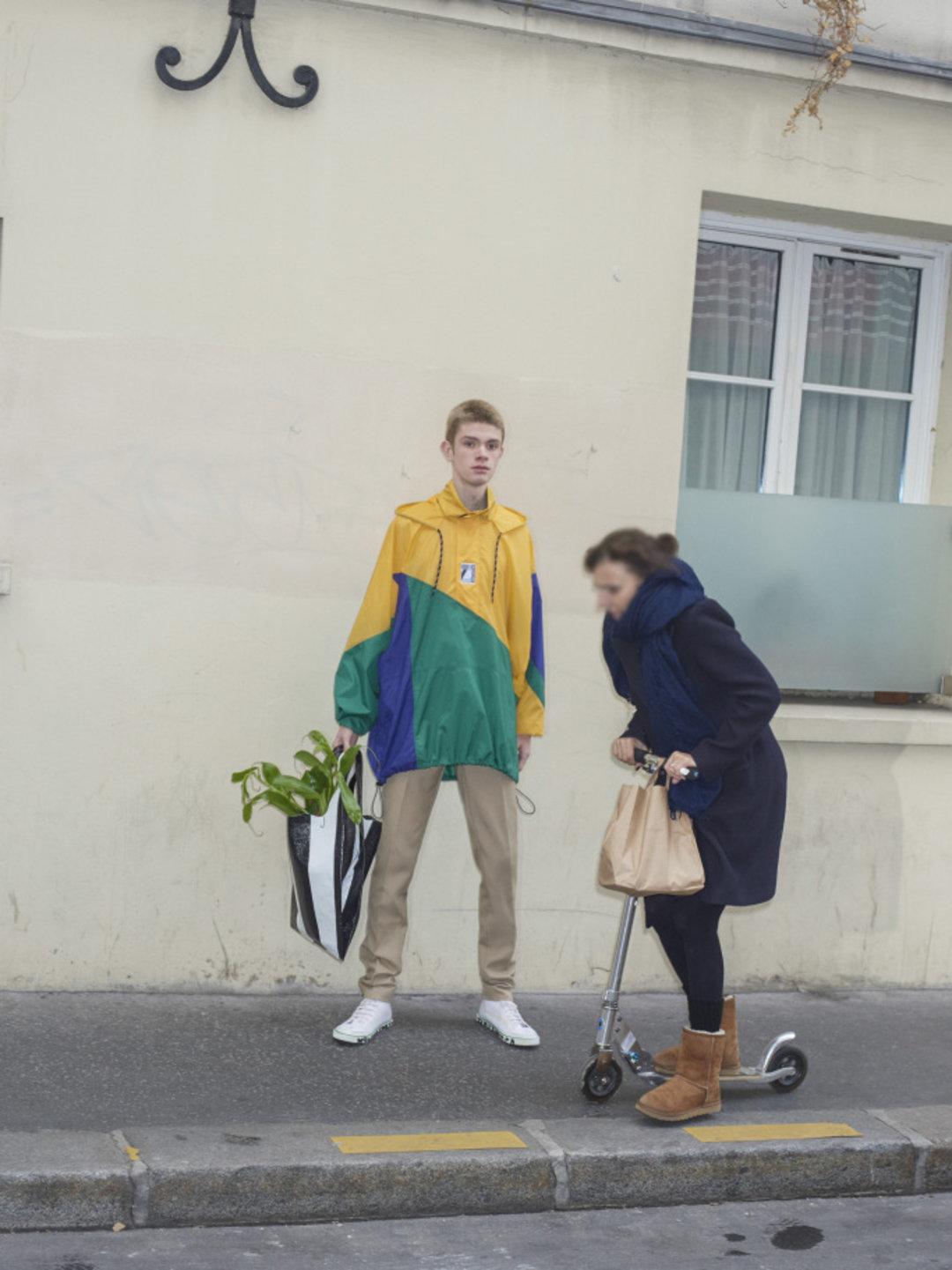 """巴黎世家2018 春夏系列发布 把""""偷窥美学""""发扬光大(图20)"""