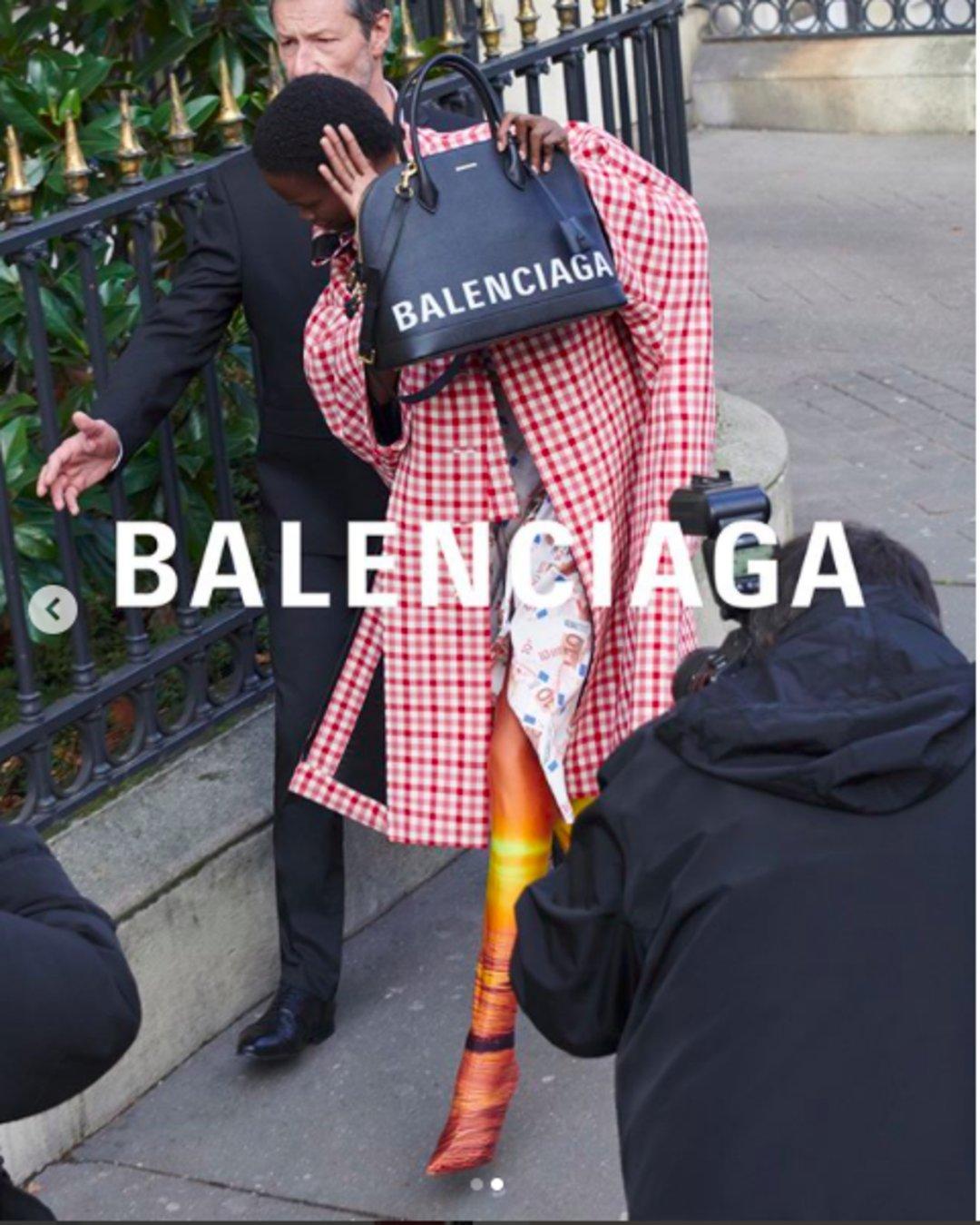 """巴黎世家2018 春夏系列发布 把""""偷窥美学""""发扬光大(图10)"""