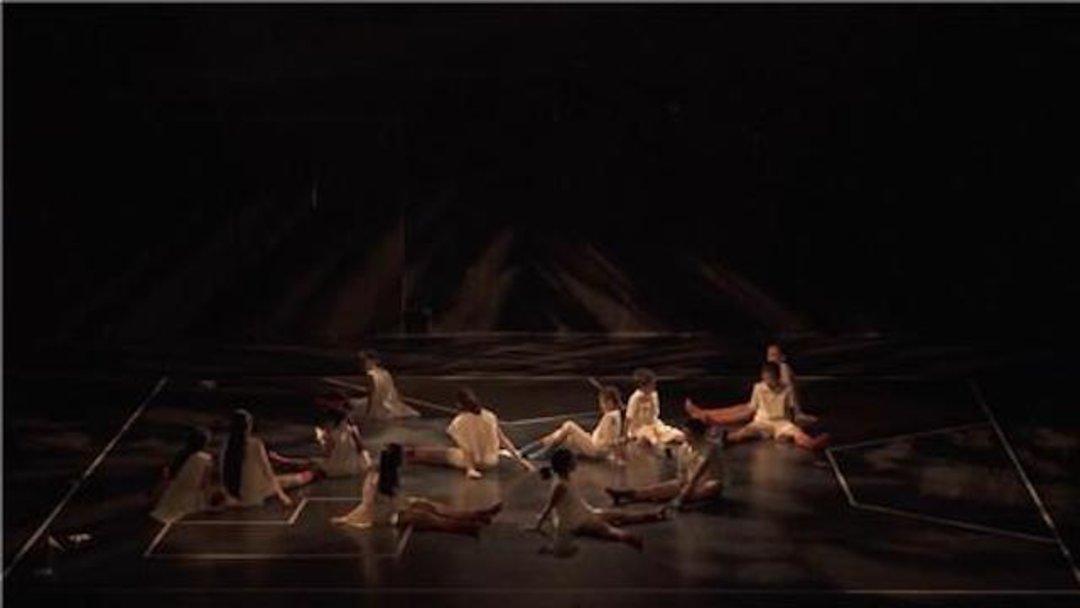 90 后导演王梦凡的《神圣缝纫机》,让小朋友在剧场与大人们对话